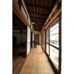 60年前の欄間×フローリング×建具。古民家ならではの味わい深さ (廊下)