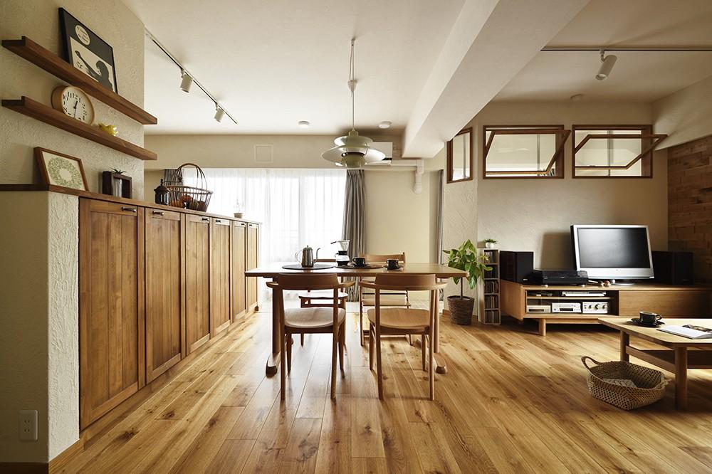 室内干しできるインナーテラスのある住まい (自然素材で癒されるLDK)