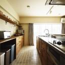 室内干しできるインナーテラスのある住まいの写真 家族で楽しむ広々キッチン