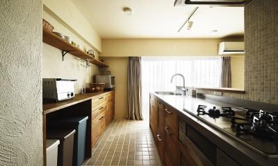 室内干しできるインナーテラスのある住まい (家族で楽しむ広々キッチン)