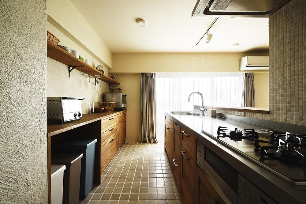 キッチン事例:家族で楽しむ広々キッチン(室内干しできるインナーテラスのある住まい)