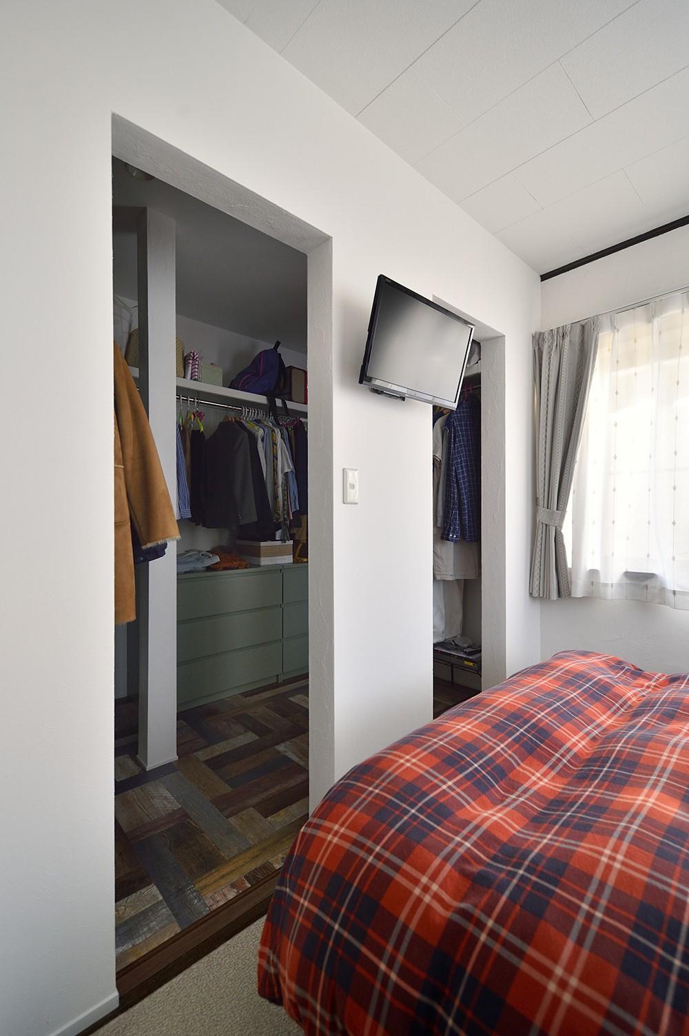 ベッドルーム事例:使いやすさ重視のベッドルーム(お家カフェ ダイニングをカフェスタイルに)