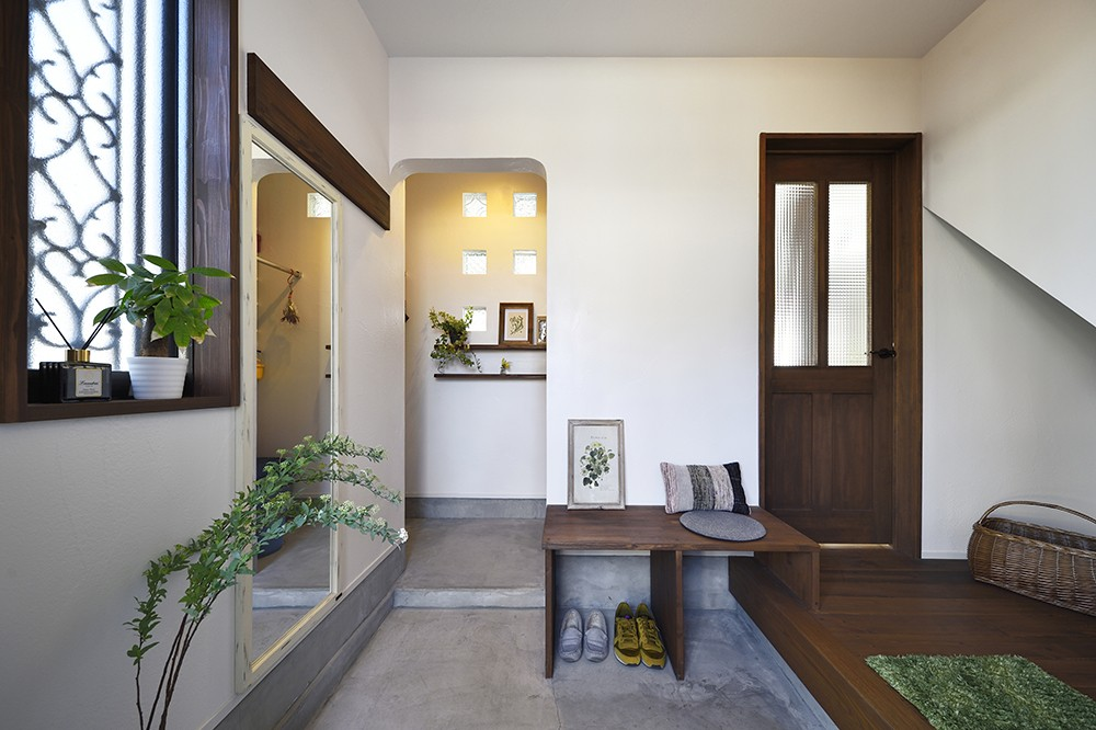 玄関事例:趣きのある玄関(お家カフェ ダイニングをカフェスタイルに)