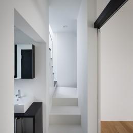杉並 ちいさな仕事室のある家 (子供室前の廊下に洗面コーナー 帰って来てすぐ手洗いできる)