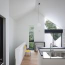 杉並 ちいさな仕事室のある家の写真 隣家の緑を借景する窓