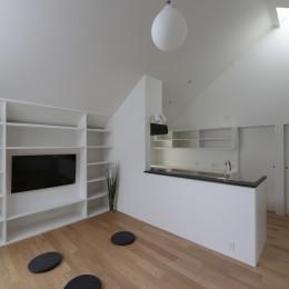 杉並 ちいさな仕事室のある家 (キッチン背面の2つの入り口)