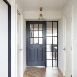 パリのアパルトマンに憧れて (自然光が差し込む明るい玄関)