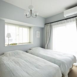 パリのアパルトマンに憧れて (淡いグレーで塗装したベッドルーム)