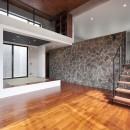 南城市の家の写真 リビングから和室を見る