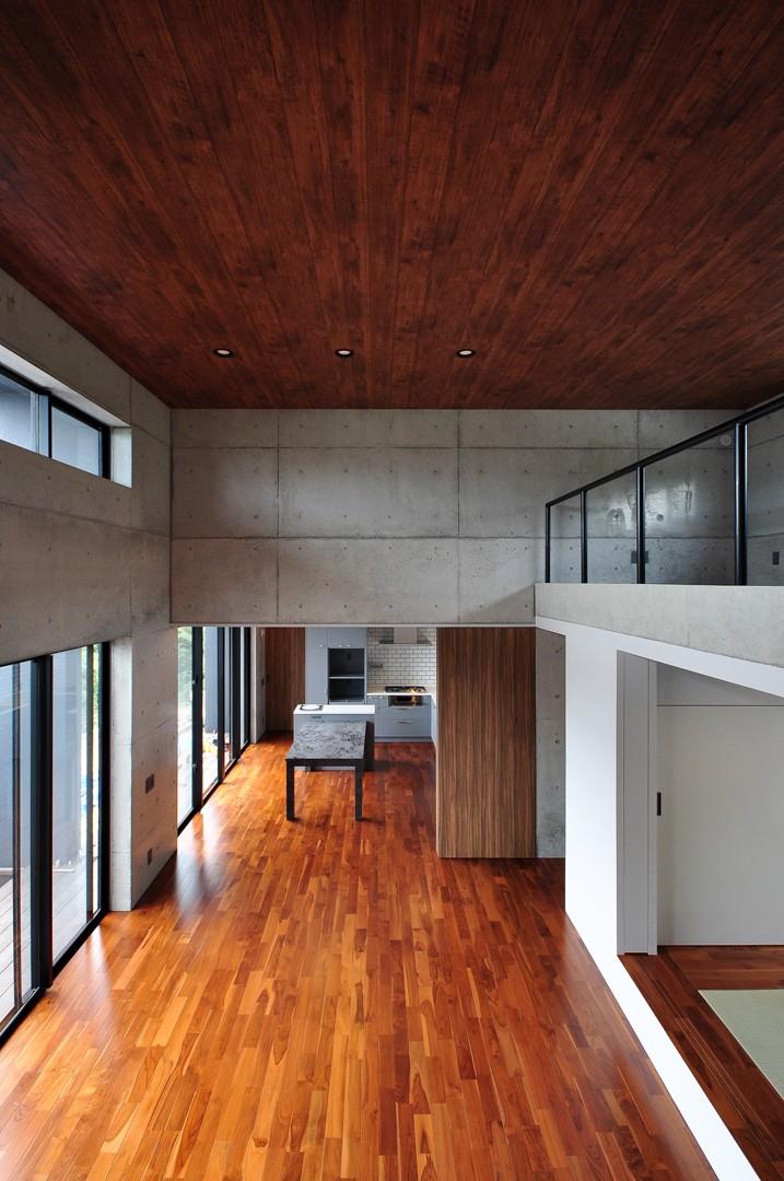南城市の家 (2階からLDKを見る)