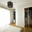 カラフルにのびのびとの写真 L型のWICを設置したベッドルーム