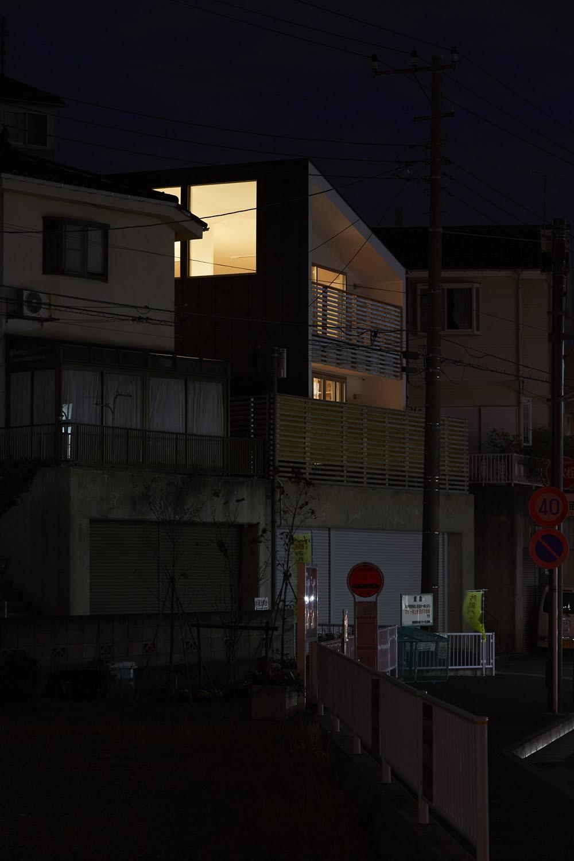 外観事例:夜の外観(高窓の家)