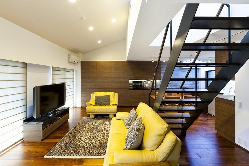 大容量の収納スペースのある家(リノベーション)の部屋 リビング3