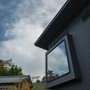 『青海の家』 風景と住む。~伊勢湾を臨む~の写真 大野城とダイニングの窓