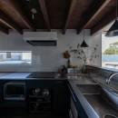 『青海の家』 風景と住む。~伊勢湾を臨む~の写真 伊勢湾を臨むキッチンの窓