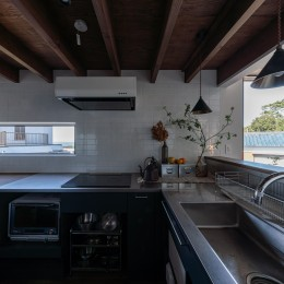 『青海の家』 風景と住む。~伊勢湾を臨む~ (伊勢湾を臨むキッチンの窓)