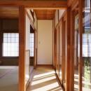 H様邸_47 年の歴史の面影を感じながら2 世帯で暮らすの写真 廊下