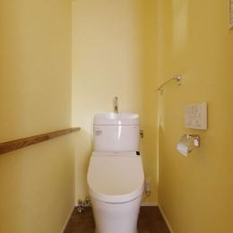 H様邸_47 年の歴史の面影を感じながら2 世帯で暮らす (トイレ)