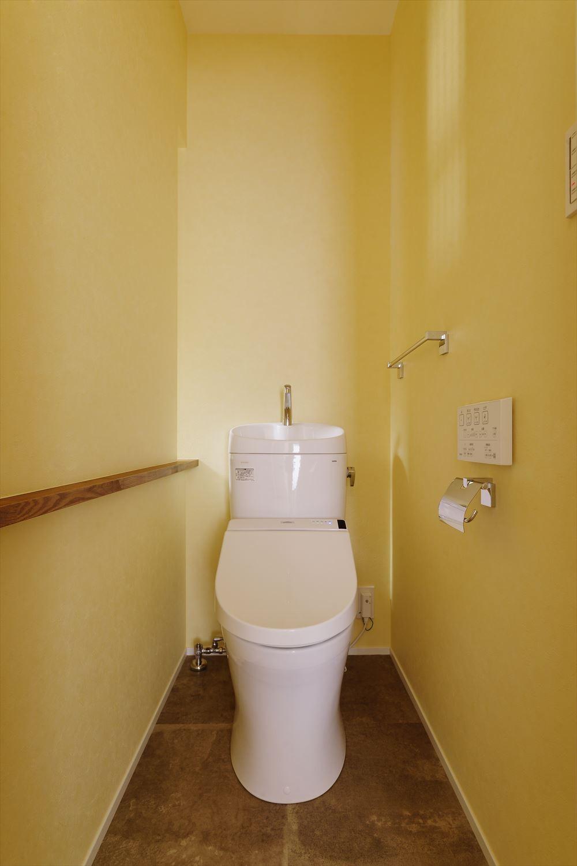 バス/トイレ事例:トイレ(H様邸_47 年の歴史の面影を感じながら2 世帯で暮らす)