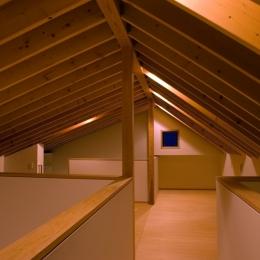 あざみ野南の住宅 / 一体空間の中に様々な居場所を設ける (ロフト)