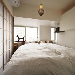 狭さはアイデアで解消!すっきりおしゃれな住まい (コンパクトな寝室)