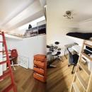 狭さはアイデアで解消!すっきりおしゃれな住まいの写真 ロフト付きの子供部屋