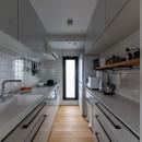 気配と見通しの写真 機能的なキッチン