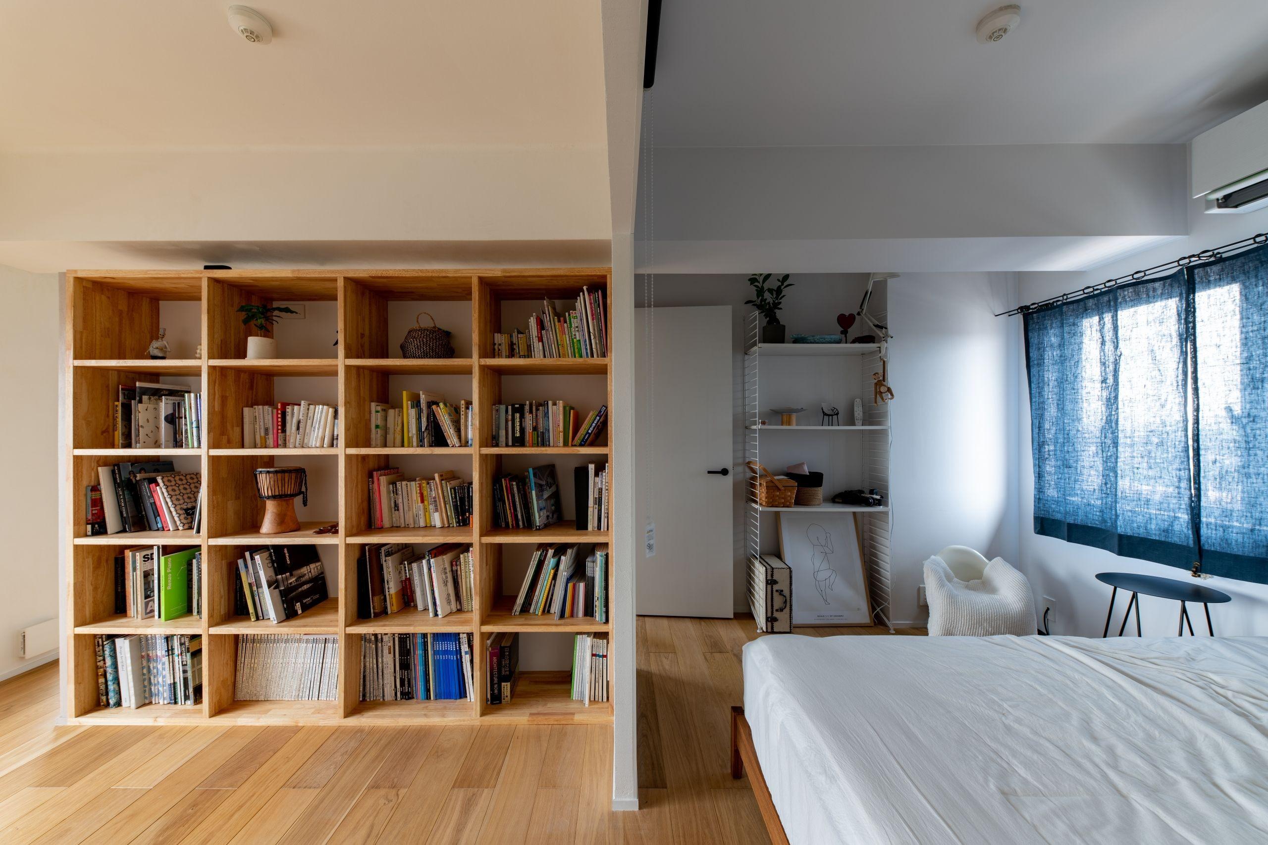 ベッドルーム事例:ワークスペースと寝室(気配と見通し)