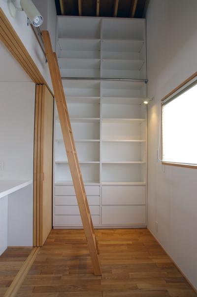 書斎 (あざみ野南の住宅 / 一体空間の中に様々な居場所を設ける)