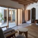 Dear Houseの写真 リビングと玄関と中庭とアトリエ
