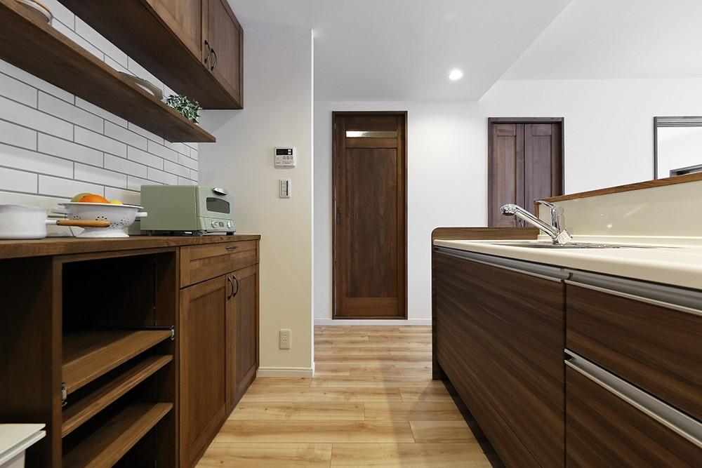 キッチン事例:オリジナル家具でお洒落なキッチン(造り付け家具で室内一新)