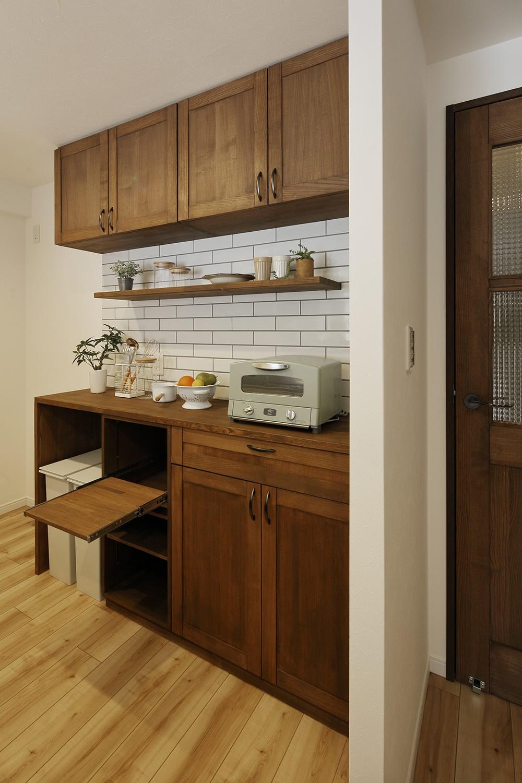 キッチン事例:機能性に優れたカウンター収納(造り付け家具で室内一新)