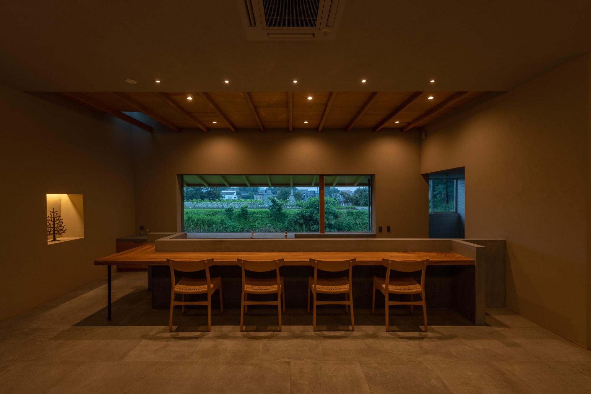 その他事例:カウンター席(川沿いのカフェ)