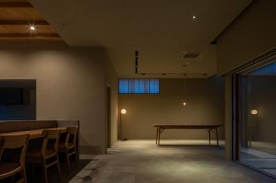 川沿いのカフェ (ギャラリー)