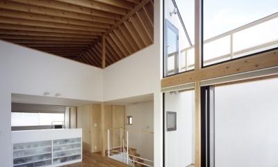 あざみ野南の住宅 / 一体空間の中に様々な居場所を設ける (リビングダイニング、テラス、ロフト)