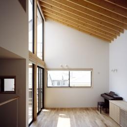 あざみ野南の住宅 / 一体空間の中に様々な居場所を設ける (リビングダイニング)