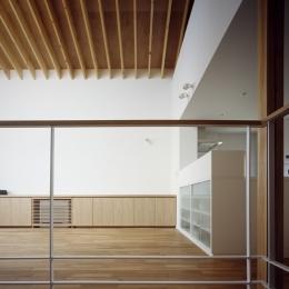 あざみ野南の住宅 / 一体空間の中に様々な居場所を設ける
