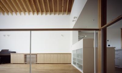 あざみ野南の住宅 / 一体空間の中に様々な居場所を設ける (リビングダイニングキッチン)