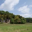 竹林の家/里山と竹林に囲まれながら田園風景を見渡す大らかな住まいの写真 田園風景に溶け込む落ち着いた外観