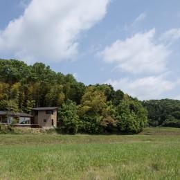 竹林の家/里山と竹林に囲まれながら田園風景を見渡す大らかな住まい