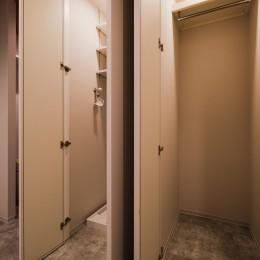 スタイリッシュなワンルームスタイル (玄関)