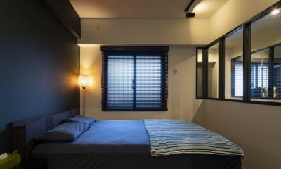 空間を広げる!室内窓活用術 (採光ばっちり!のベッドルーム)