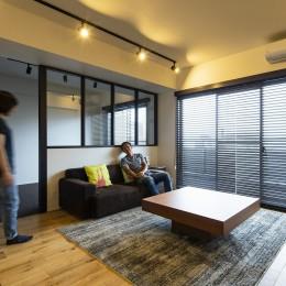 空間を広げる!室内窓活用術 (余計なものは置かない、くつろぎのLDK)