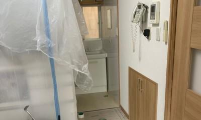 洗濯機置き場を作れない、コンパクトな脱衣室に洗濯機を置こう! (施工前の様子)