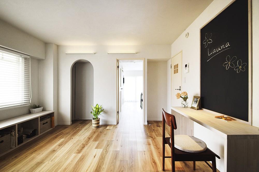 書斎事例:家でもお仕事ができるよう造作したワークスペース(デザイン+自然素材 こだわりの住まい)