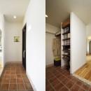 デザイン+自然素材 こだわりの住まいの写真 ゆとりのスペースを確保した玄関