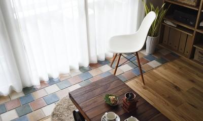 デザイン+自然素材 こだわりの住まい (窓辺に造作したカラフルタイル)