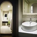 デザイン+自然素材 こだわりの住まいの写真 アンティーク風の洗面室