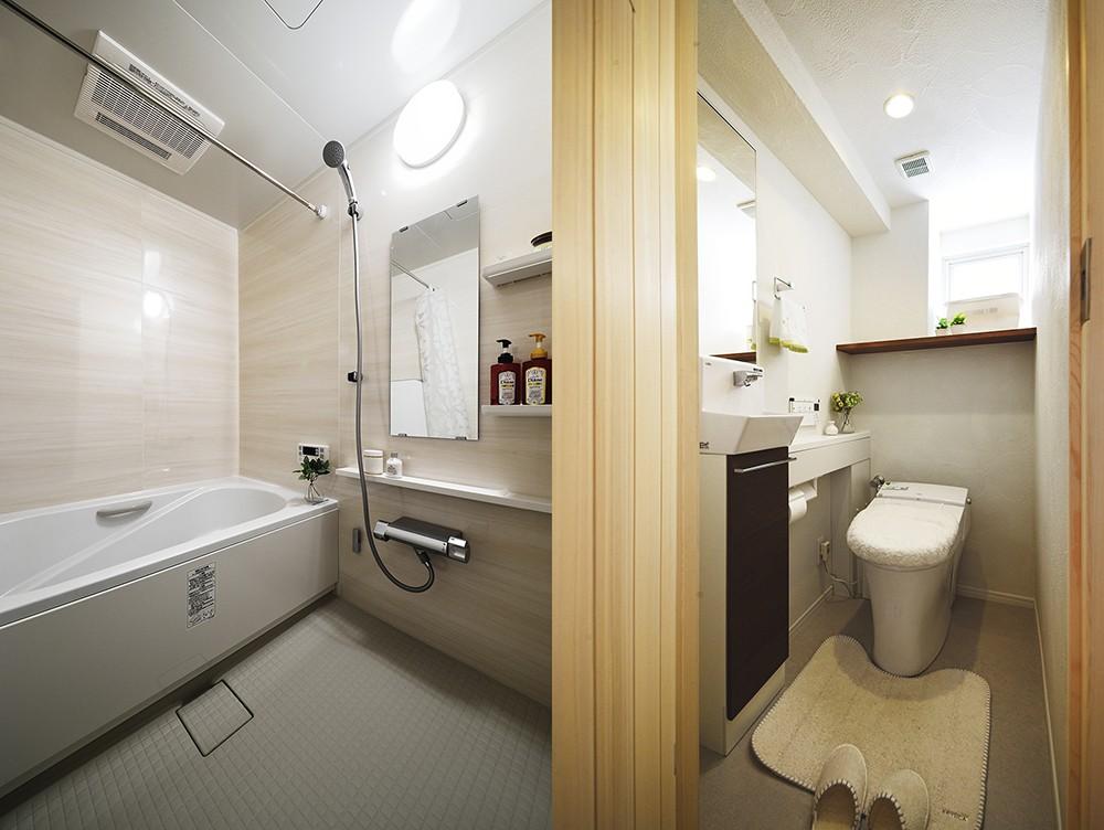 バス/トイレ事例:広く使いやすくなった浴室・トイレ(デザイン+自然素材 こだわりの住まい)