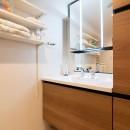 光が射すマンションの写真 洗面室